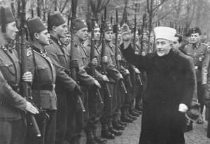 Amín al-Husajní hajluje před nastoupenými bosenskými SS